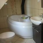 16.łazienka przy pokoju